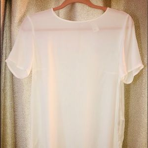 NWOT H&M fitted hi-low white, short sleeve blouse